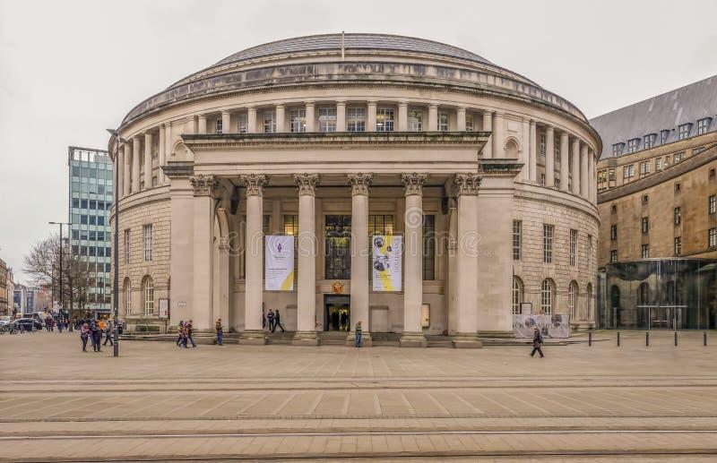 Взгляд центральной библиотеки, известное круглое неоклассическое здание с ясной зоной тропы на переднем плане стоковые изображения