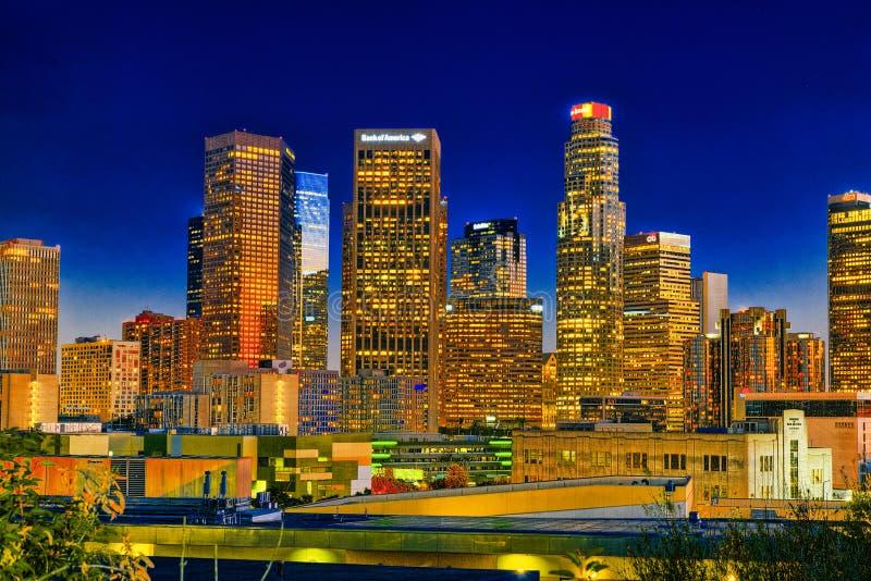 Взгляд центра города ЛА в вечере, nighttime стоковая фотография