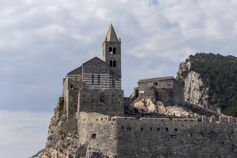 Взгляд церков Сан Pietro на Порту Venere Порту Venere, Италия стоковые фотографии rf