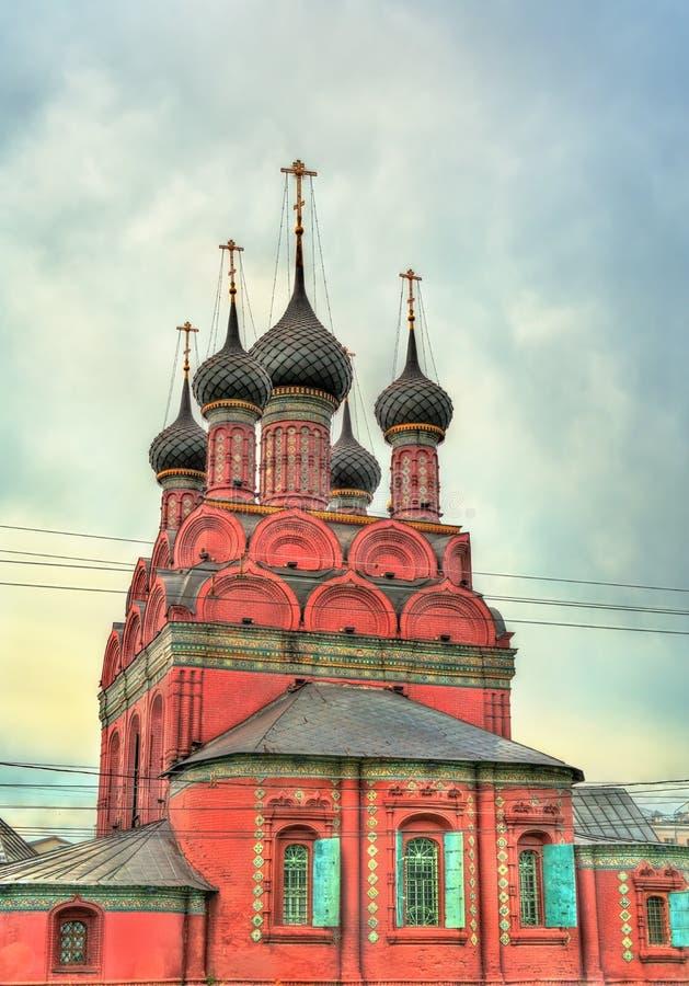 Взгляд церков явления божества в Yaroslavl, России стоковые изображения