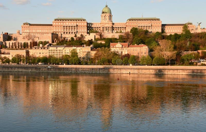 Взгляд через Дунай национальной галереи в Будапеште стоковое изображение rf