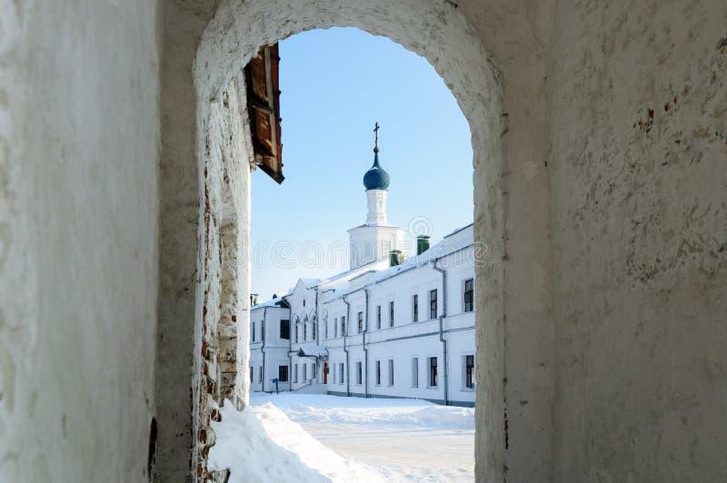 Взгляд через свод знатности гостиницы Рязани Кремля стоковая фотография rf