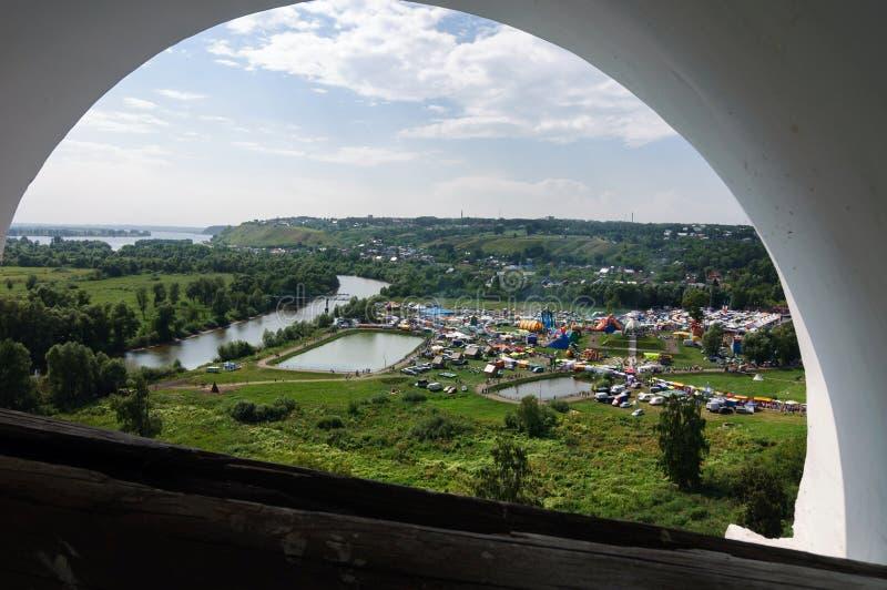 Взгляд через свод колокольни Spassky справедливого в Yelabuga стоковая фотография