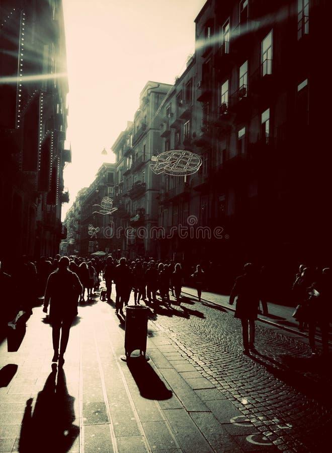 Взгляд через Toledo в городском центре Неаполе, зоне кампании, Италии стоковое фото