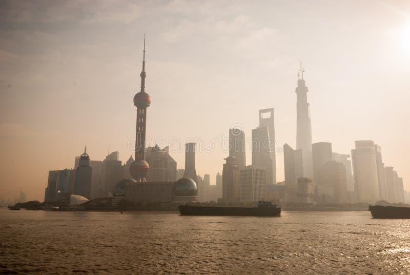 Взгляд Шанхая от бунда Sightseeing стоковые фотографии rf