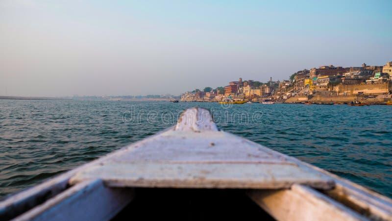 Взгляд шлюпки Варанаси Ghats Индия стоковые изображения rf