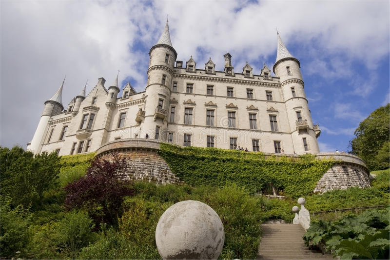 Взгляд Шотландии замка Dunrobin снизу стоковая фотография