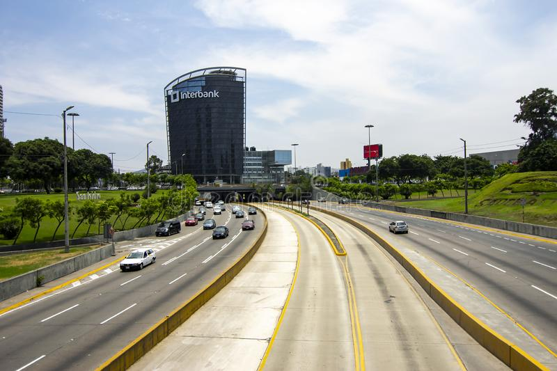 """Взгляд """"через шоссе Expresa """"и столичного автобуса стоковое изображение"""