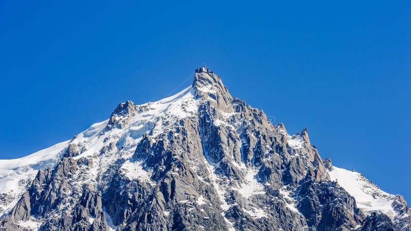 Взгляд Aiguille du Midi, части массива Монблана стоковые фотографии rf
