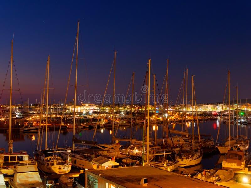 Взгляд alghero на ноче Красивый город живой Сардиния, Италия стоковое фото rf