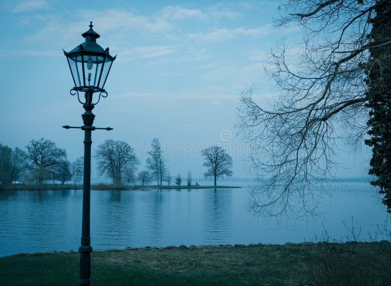 Взгляд Burg озера от сада замка Шверина стоковое фото