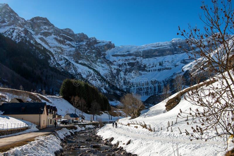 Взгляд Cirque de Gavarnie во французских горах Пиренеи стоковая фотография
