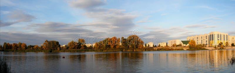 Взгляд Komsomolsk Gorishnii Plavni панорамный города от залива Dnieper стоковое изображение