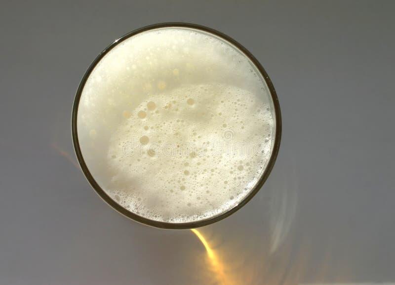 взгляд obove пива польностью стеклянный стоковые изображения rf