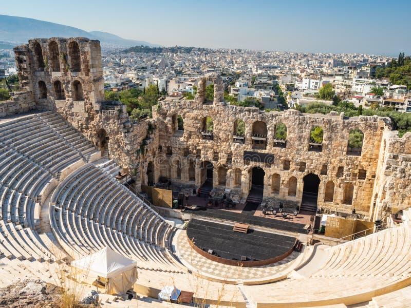 Взгляд Odeon Gerod от высоты акрополя Афина, Греции стоковое фото