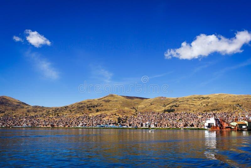 Взгляд Puno от озера Titicaca, Перу стоковые изображения