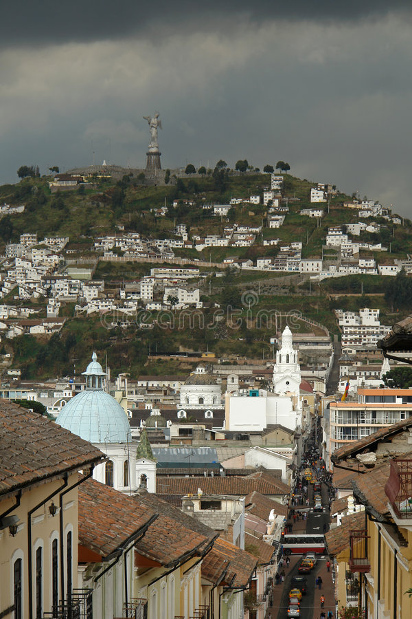 взгляд quito города стоковое изображение