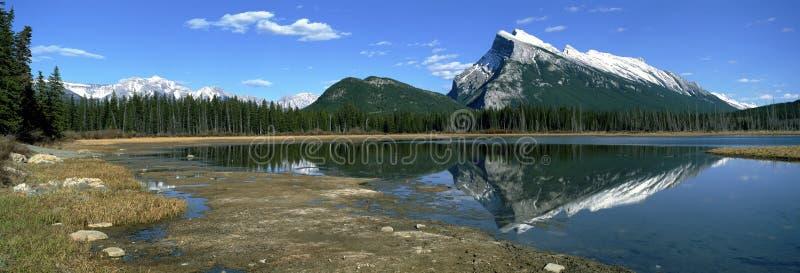 взгляд rockies канадских гор панорамный стоковое фото