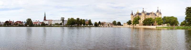 взгляд schwerin озера замока панорамный стоковые фотографии rf