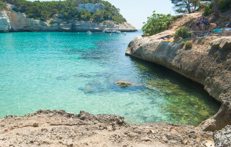 Взгляд seascape вокруг заливов Mitjana и Mitjaneta острова Менорки стоковое изображение rf
