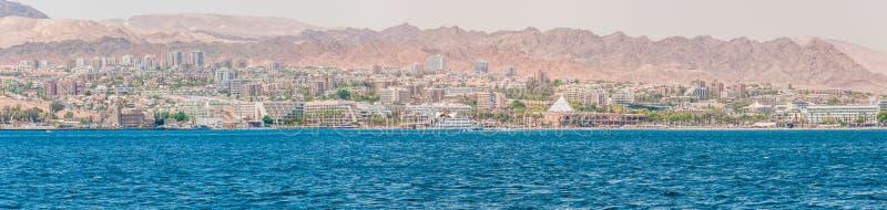 Взгляд Seascape от Красного Моря на городе Eilat, южном курорте в Израиле стоковое фото