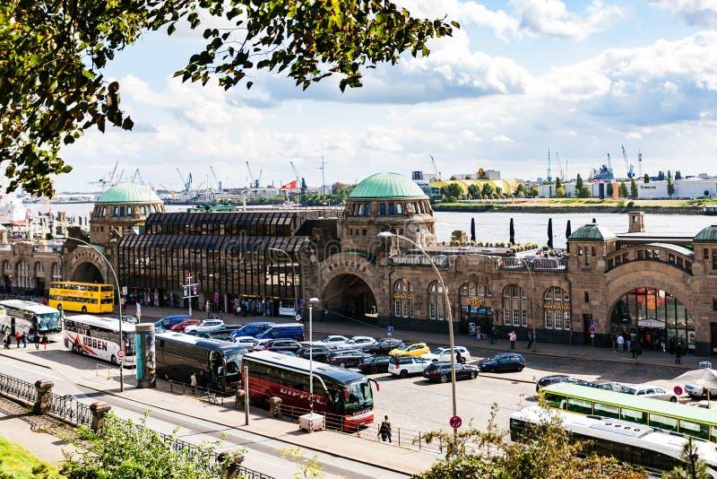 Взгляд St Pauli Landungsbrucken в порте Гамбурга стоковое фото