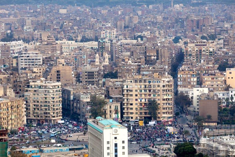 взгляд tahrir протестующих Каира Египета квадратный стоковая фотография rf