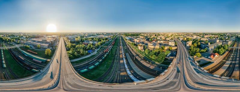 Взгляд vr сферы 360 трутня дороги моста и поезда Риги города стоковая фотография rf