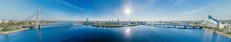 Взгляд vr сферы 360 трутня реки западной Двины Риги города стоковые изображения