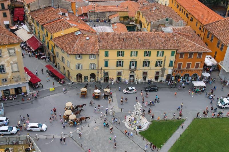 Взгляд Аркады del Duomo от башни склонности в Пизе, Италии стоковая фотография