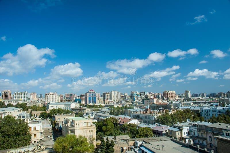 Взгляд Баку Азербайджана на яркой стоковое изображение rf