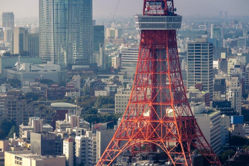 Взгляд башни токио от токио холма Roppongi, Японии стоковые фотографии rf