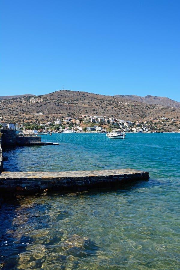 Взгляд береговой линии Elounda, Крит стоковое фото rf