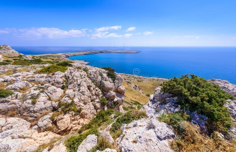 Взгляд береговой линии Greco накидки, Кипр 4 стоковые фото