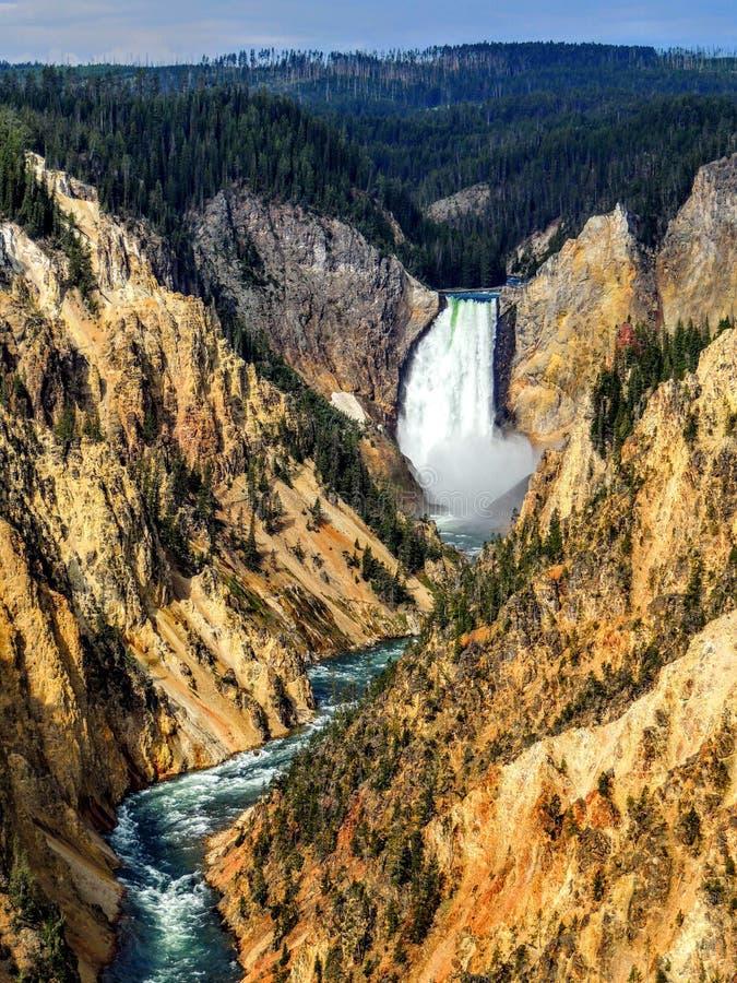 Взгляд более низких падений от красного пункта утеса, гранд-каньона Рекы Йеллоустоун, национального парка Йеллоустона, Вайоминга, стоковая фотография