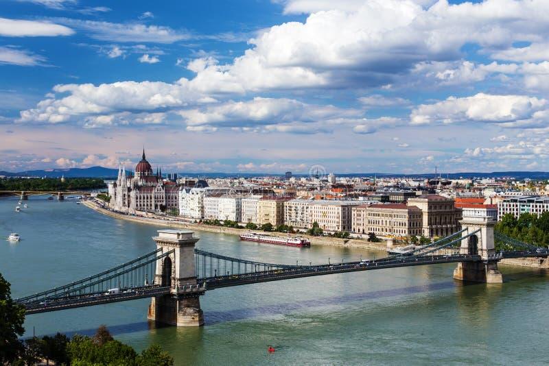 Взгляд Будапешта и парламента стоковое изображение rf