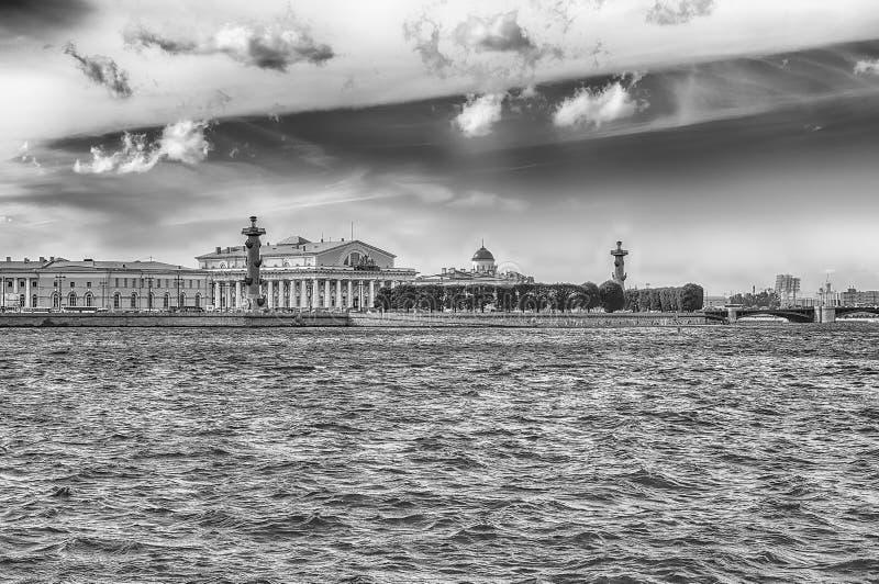 Взгляд вертела острова Vasilievsky, Санкт-Петербурга, России стоковая фотография