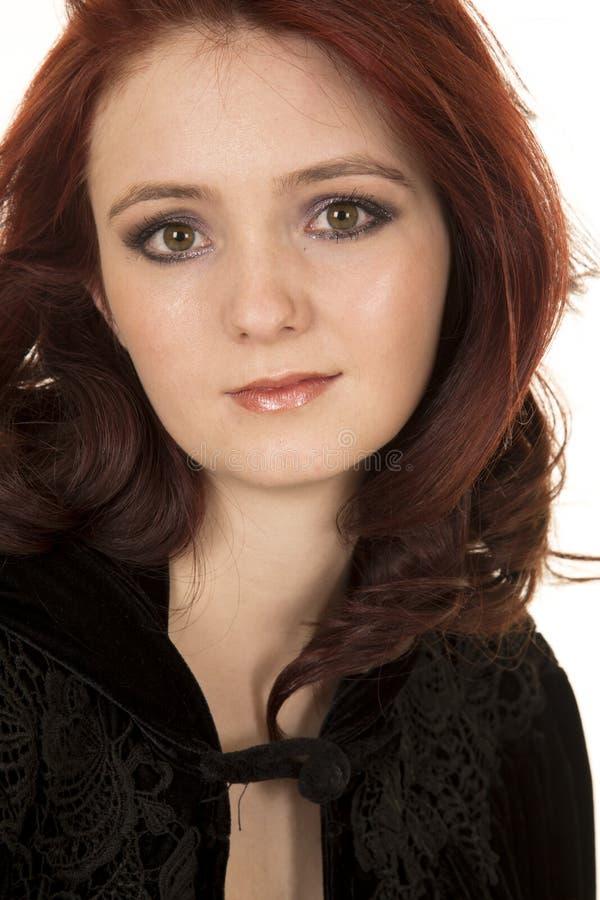 Взгляд верхней части черноты конца волос женщины красный стоковое фото