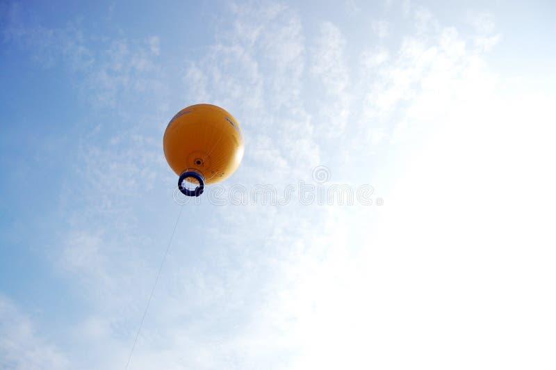 Взгляд взгляда путешественника na górze Angkor Wat воздушным шаром в Siemreap, Камбодже стоковые фотографии rf