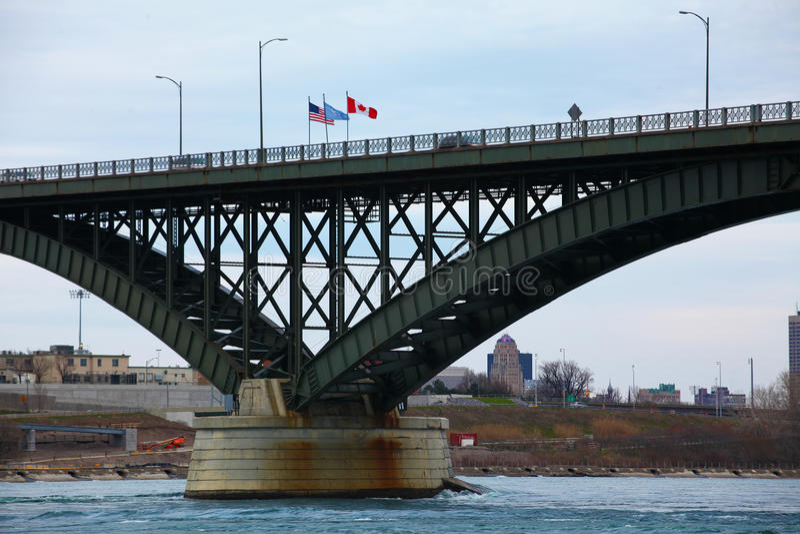 Взгляд движения на мосте мира стоковые фотографии rf