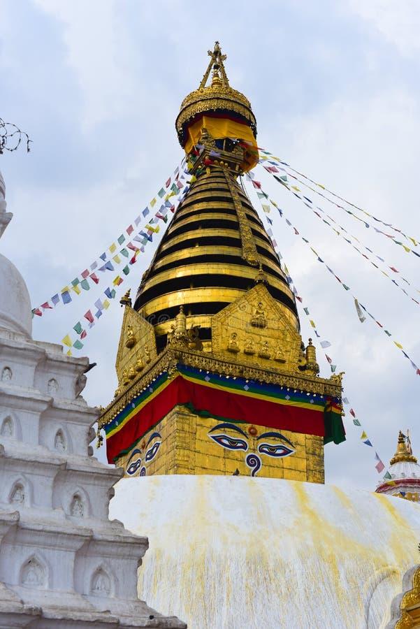 Взгляд виска Swayambhunath, премудрость наблюдает в Непале стоковые фотографии rf