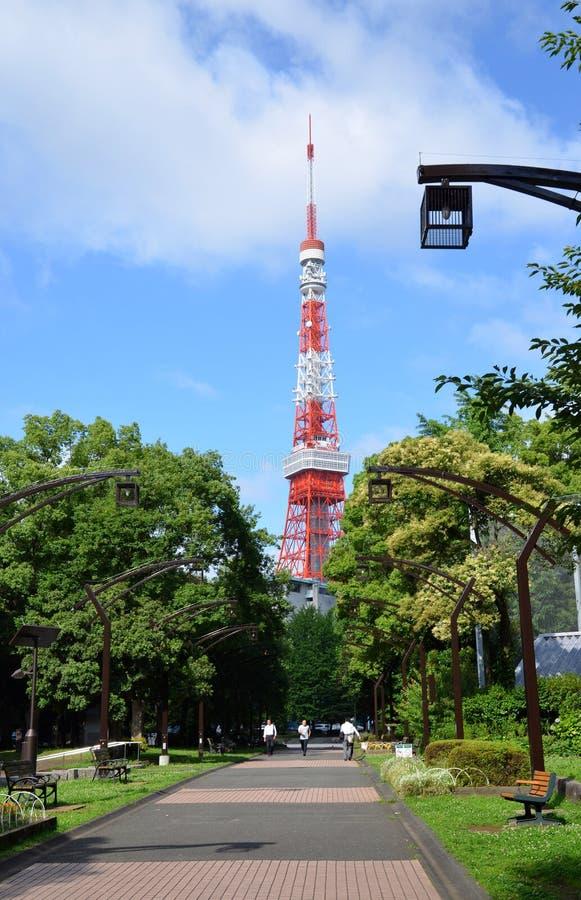 Взгляд виска Zojo-ji и токио возвышаются, токио, Япония стоковое изображение rf