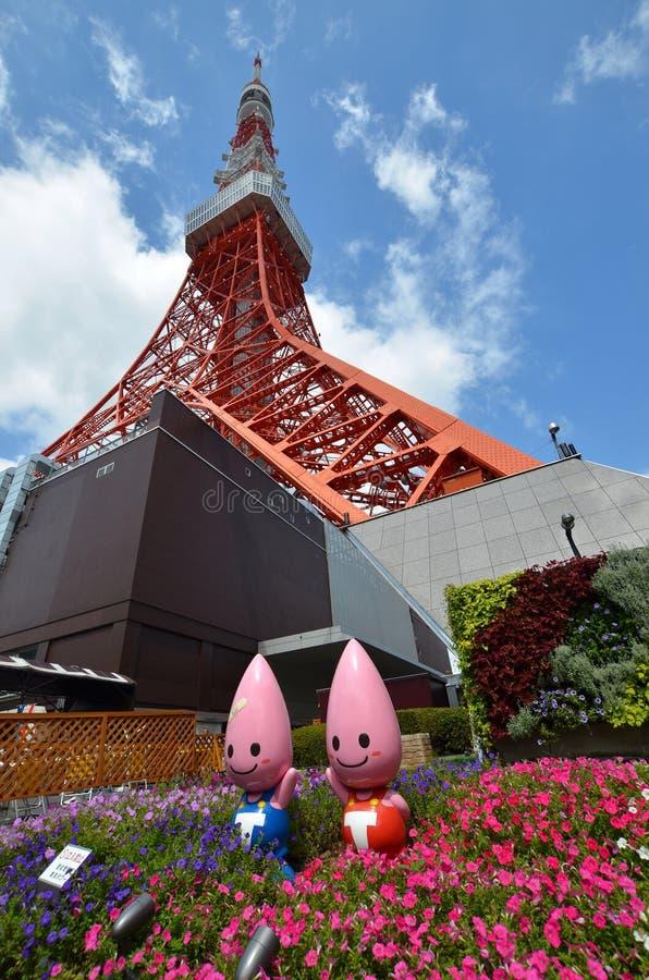 Взгляд виска Zojo-ji и токио возвышаются, токио, Япония стоковое фото rf