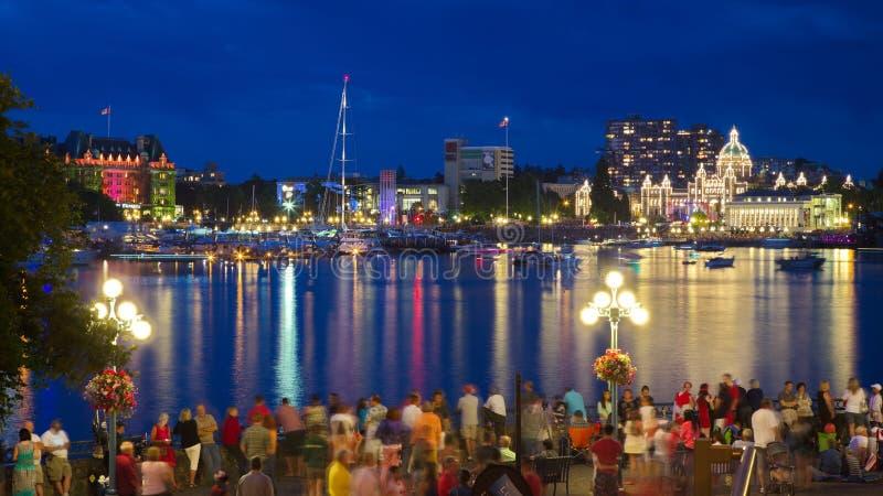 Взгляд внутренней гавани города Виктории при толпы ждать дисплей фейерверков стоковое изображение rf