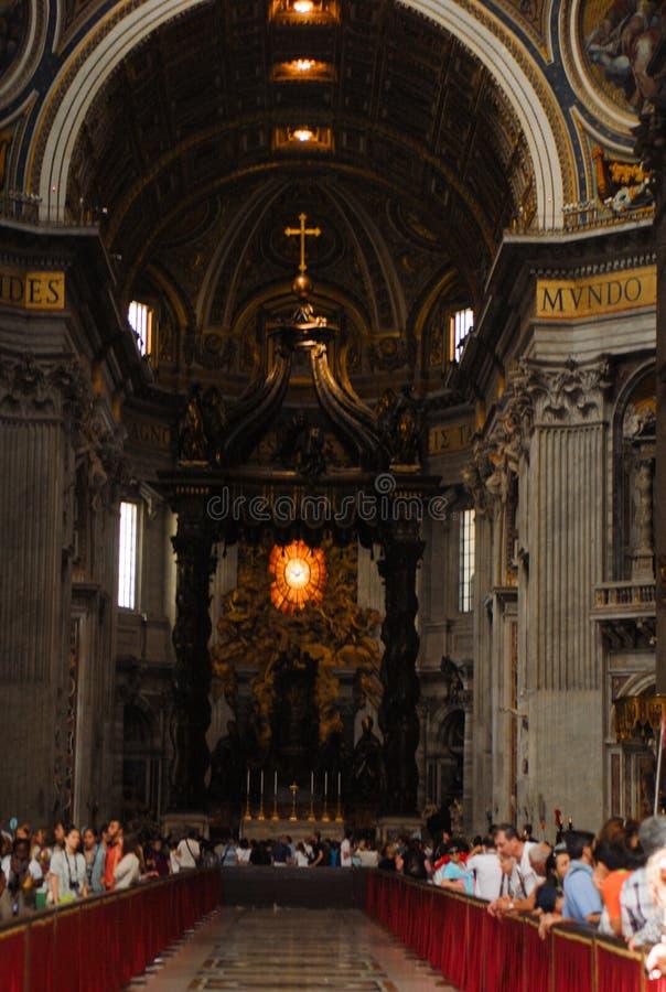 Взгляд внутри базилики St Peter, государства Ватикан, Италии стоковое фото rf