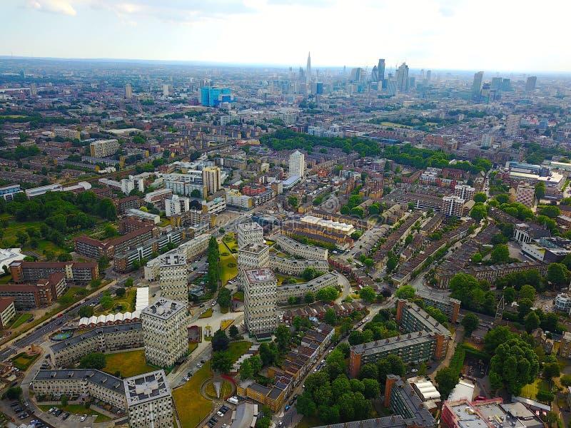 Взгляд восточного Лондона с районами доков и королевской больницей Лондона в взгляде стоковая фотография rf
