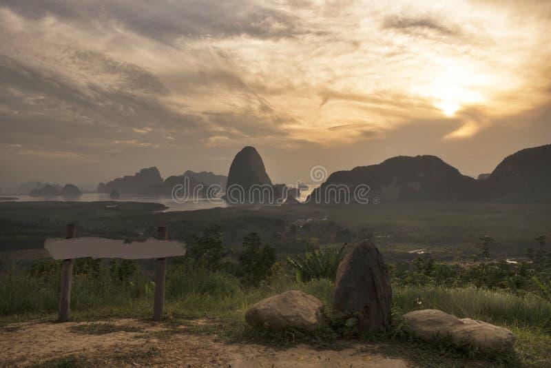 Взгляд восхода солнца залива Phang Nga от точки зрения Toh Li, Таиланда, m стоковые изображения