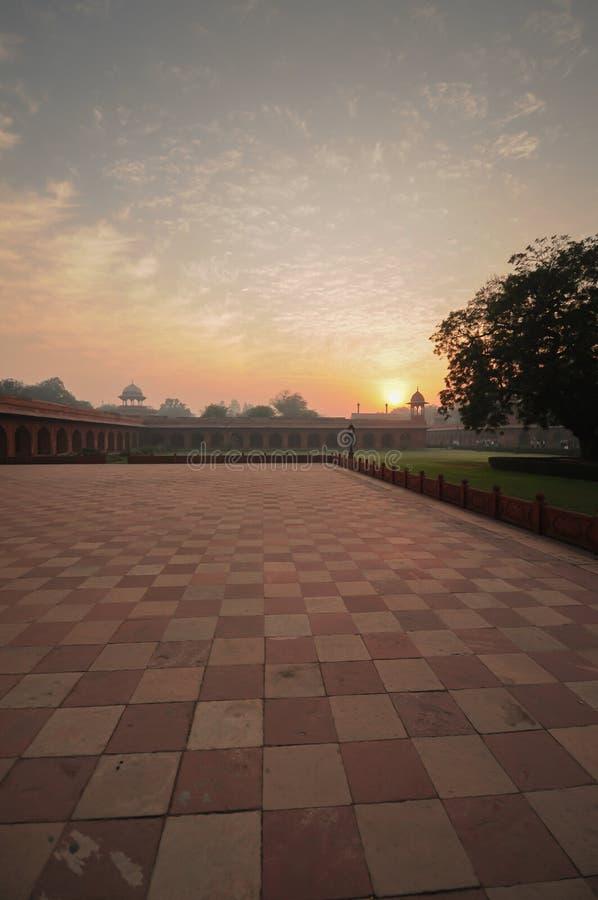 Взгляд восхода солнца от двора комплекса Тадж-Махала стоковое фото
