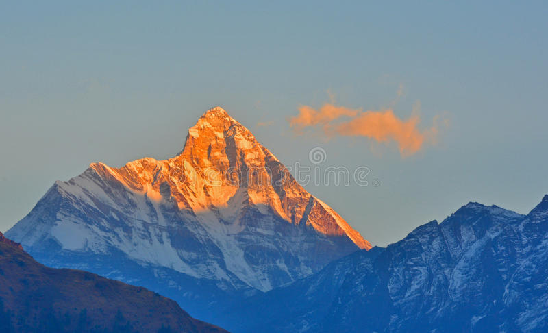 Взгляд восхода солнца пика Nandadevi стоковая фотография rf