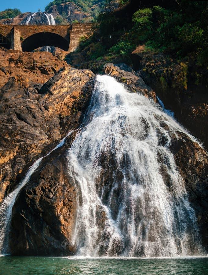 Взгляд водопада Dudhsagar в Goa, Индии стоковая фотография rf